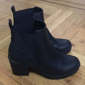 H&M Shoes - Chunky healed booties